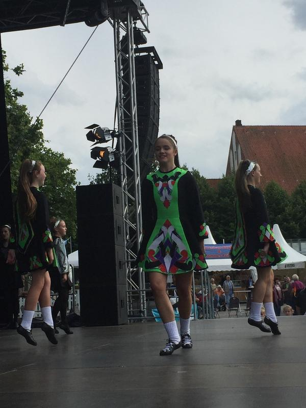 "Folkloregruppe ""Carney school of Irish Dancing"" aus Irland"